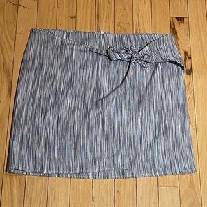 Woman's Abbeline Grey/White Wrap Skirt Medium